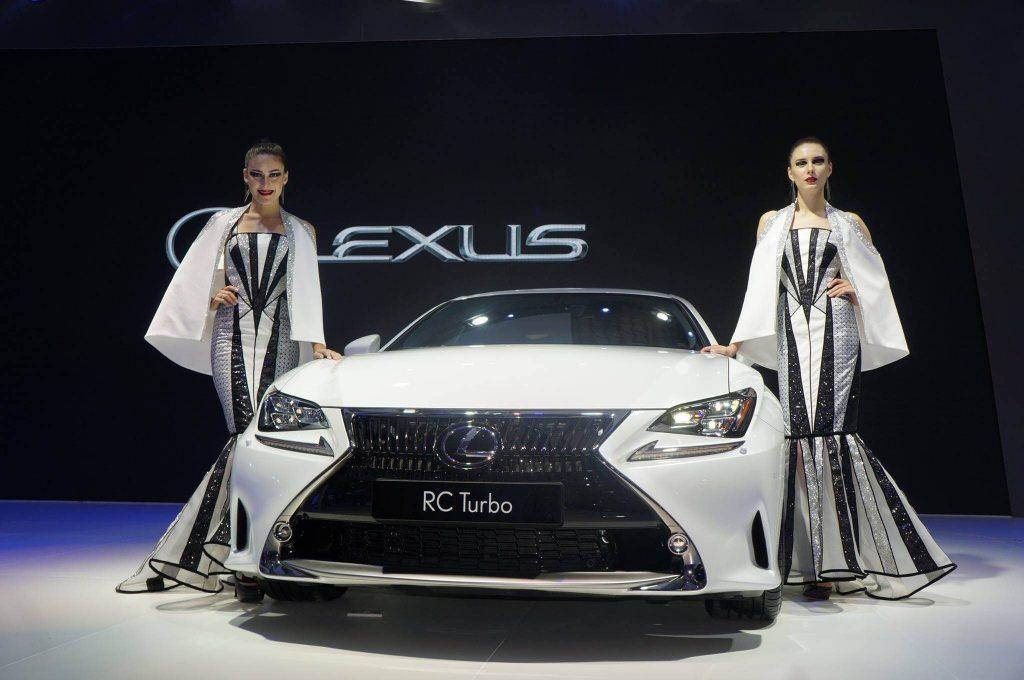 lexus rc200t màu trắng