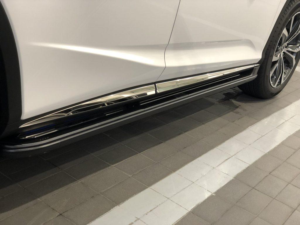 Bậc lên xuống Lexus RX