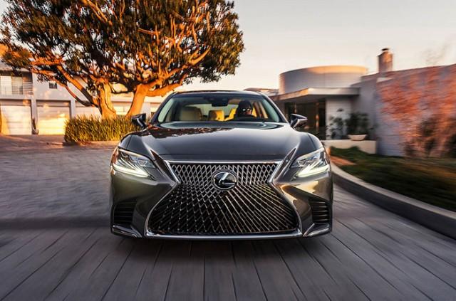 Phiên bản ra mắt tại NAIAS 2017 là bản Lexus LS 500 2018, sẽ được bán ra thị trường Mỹ vào cuối năm 2017.