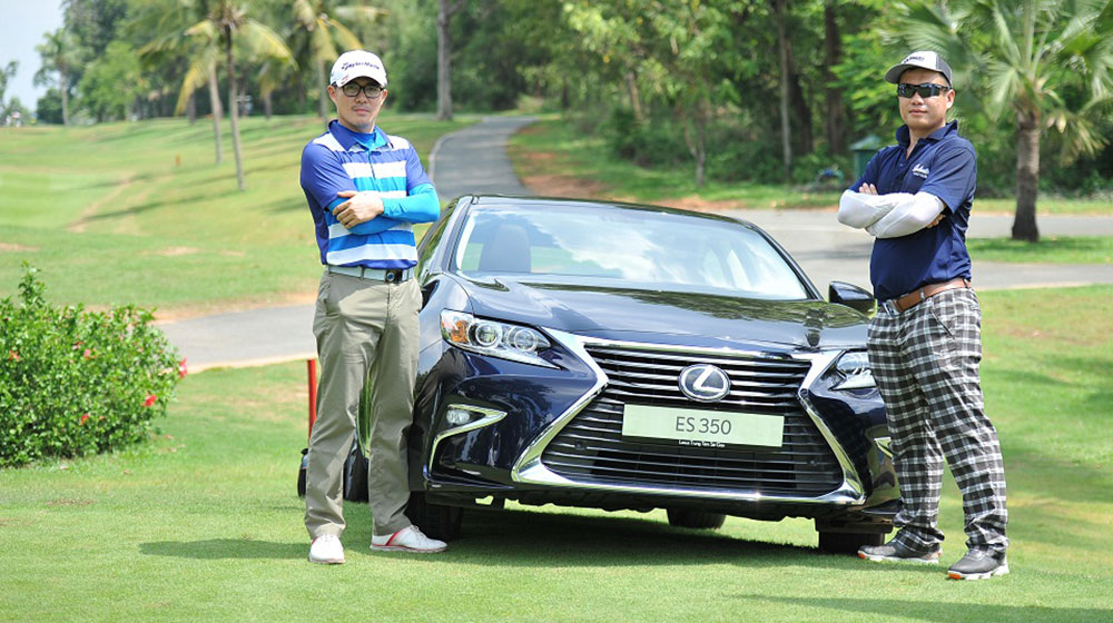 Hole In One trúng ngay Lexus ES250