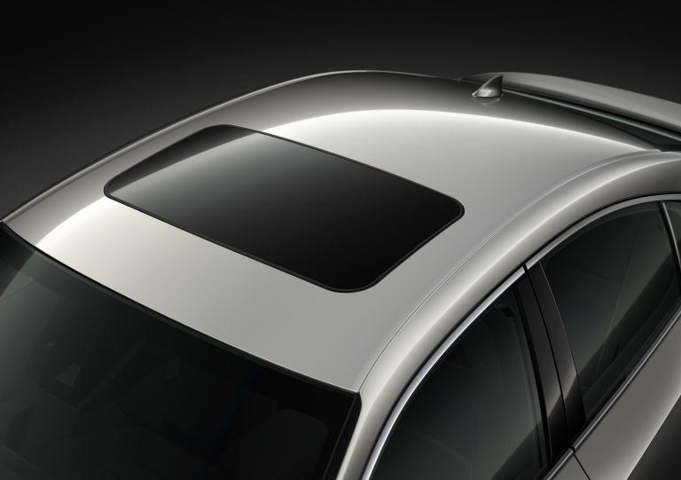 Cửa sổ trời điều chỉnh điện và 1 chạm đóng/mở dành cho IS300H và IS300 High 2021 Lexus