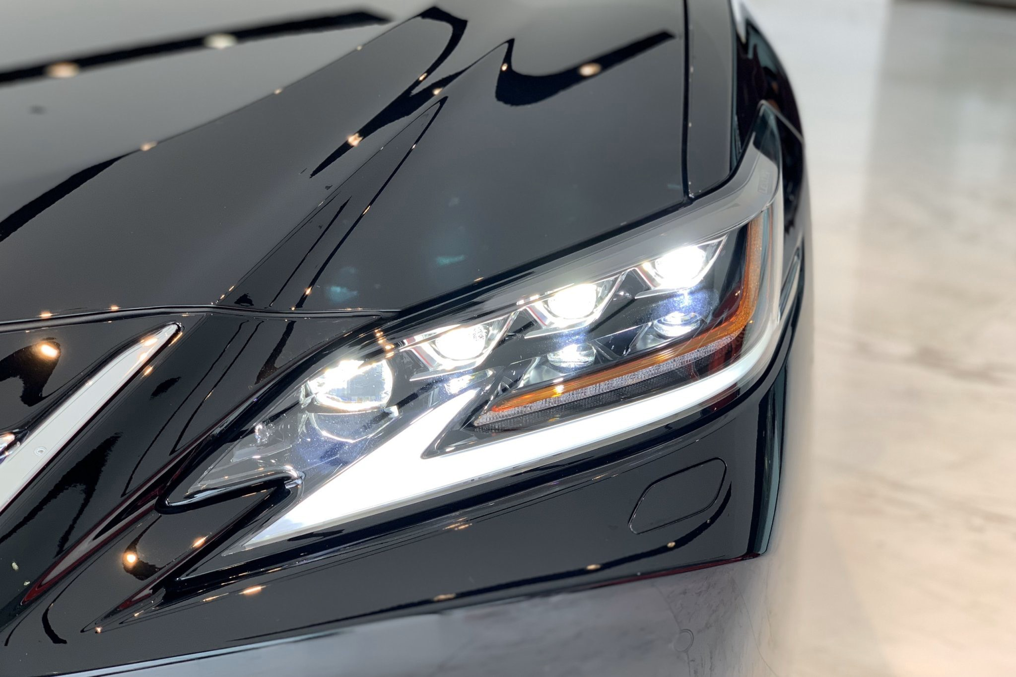Cụm đèn pha full LED 3 bóng cao cấp tăng cường khả năng chiếu sáng xa và rộng hơn