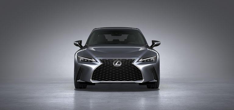 Đầu xe IS300 Lexus 2021 trông cực ngầu với chất thể thao đặc trưng