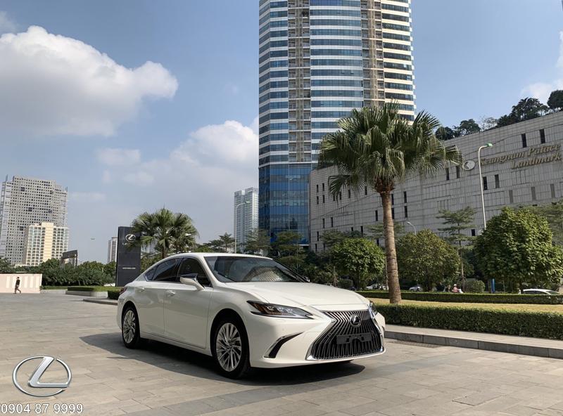Lexus ES250 đẳng cấp và đầy tinh tế