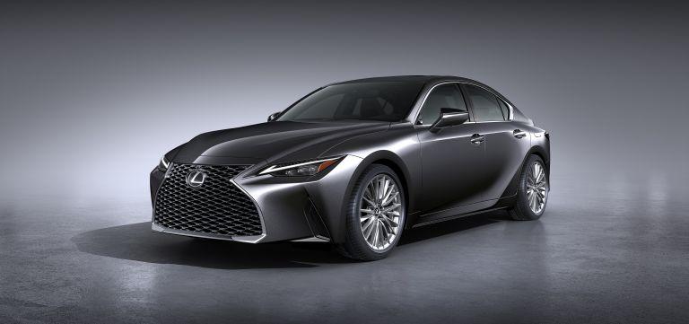 Ngoại hình sang trọng và đậm chất thể thao của Lexus IS300 2021