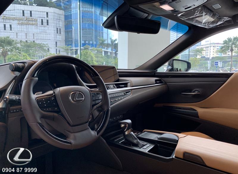 Nút điều khiển hệ thống giải trí và tính năng hành trình lái tích hợp trên được làm từ nhược xước cao cấp để tránh để lại vết vân tay