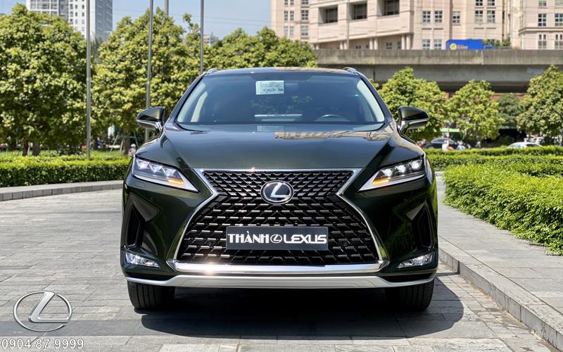 RX300 với lưới tản nhiệt dạng con suốt viền titan cùng logo L – Lexus nhận diện thương hiệu đặc trưng ở trung tâm